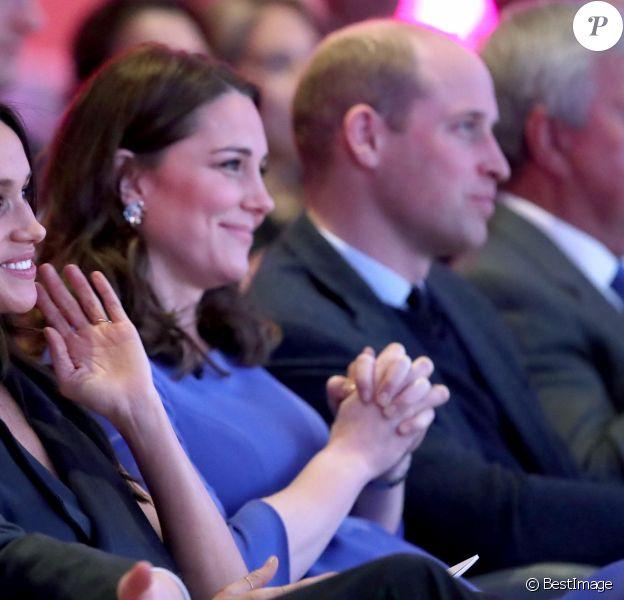 La duchesse Catherine de Cambridge, enceinte, et le prince William avec le prince Harry et Meghan Markle lors du premier forum de la Fondation royale, le 28 février 2018 à Londres.