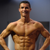Cristiano Ronaldo Jr : Tout comme papa, même pose ridicule !