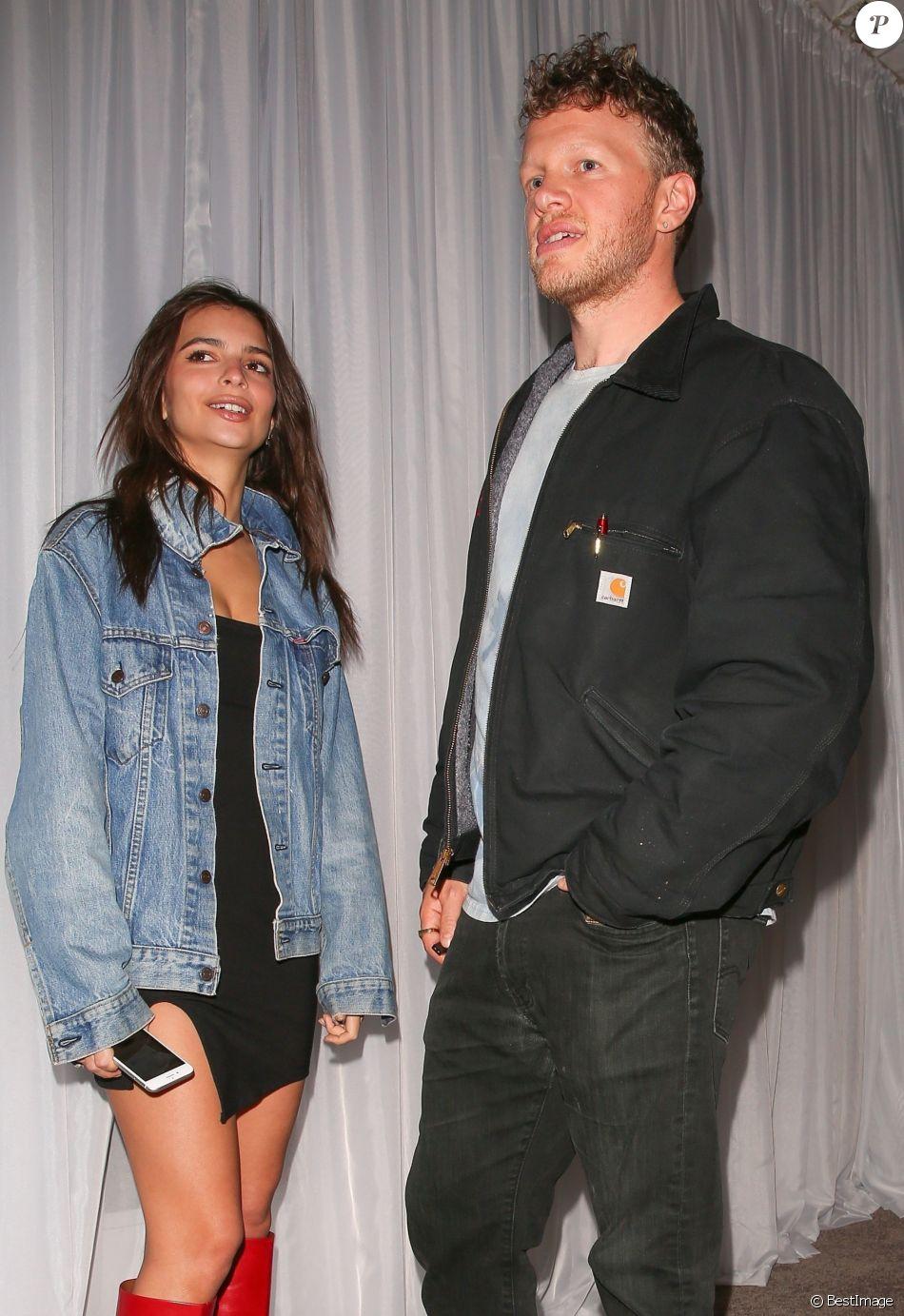 Emily Ratajkowski et son mari Sebastian à la sortie de la soirée WME pre oscar à Beverly Hills, le 2 mars 2018.