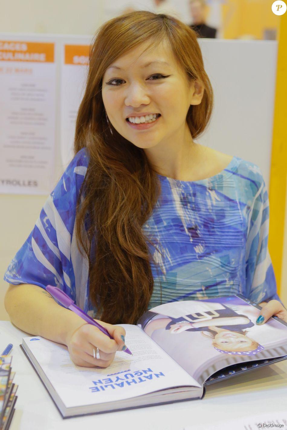 Info - Nathalie Nguyen, ex-candidate de Masterchef, est enceinte de son premier enfant - Nathalie Nguyen (Masterchef 2) - Salon du livre à la porte de Versailles à Paris le 22 mars 2015.22/03/2015 - Paris