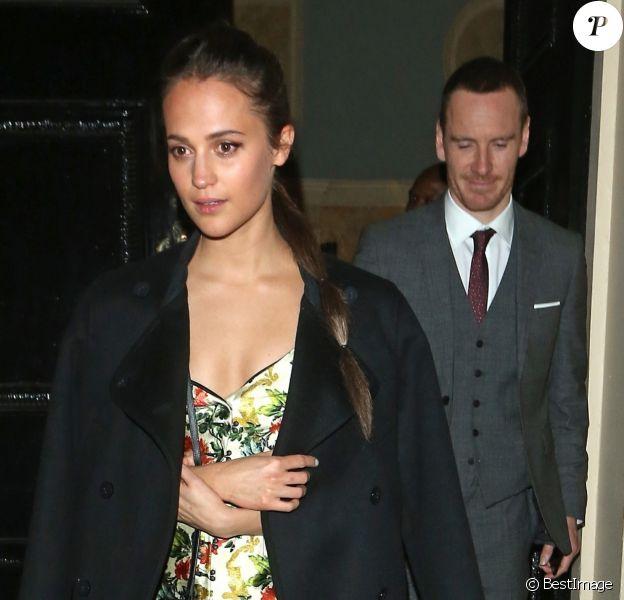 """Alicia Vikander et Michael Fassbender à la sortie de l'after-party du film """"Tomb Raider"""" au club Home House à Londres, le 6 mars 2018"""