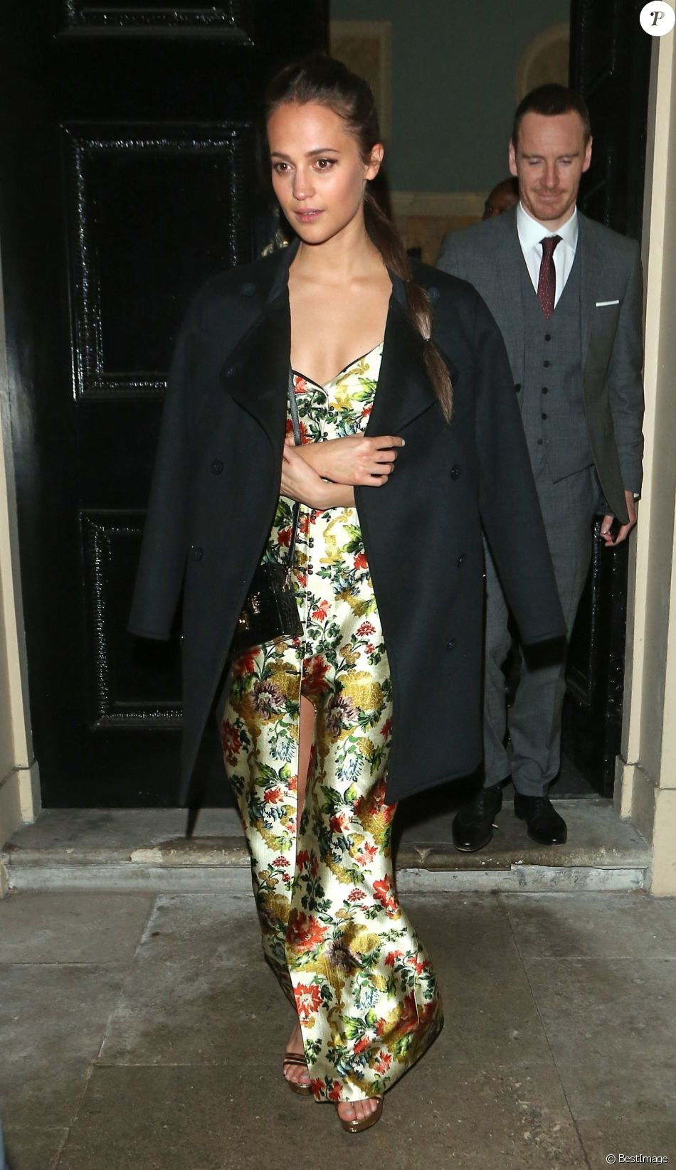 "Alicia Vikander et Michael Fassbender à la sortie de l'after-party du film ""Tomb Raider"" au club Home House à Londres, le 6 mars 2018"