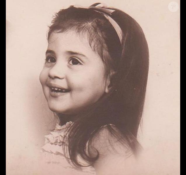 Cristina Cordula toute petite fille, un cliché dévoilé le 8 mars 2018.