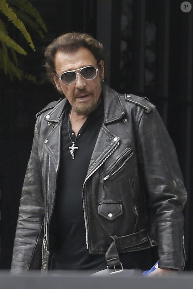 Exclusif - Johnny Hallyday quitte sa propriété de Pacific Palissades le 12 septembre 2016 pour aller faire une virée à moto.