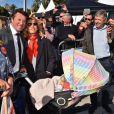 Christian Estrosi, le maire de Nice, et sa femme Laura Tenoudji avec leur fille Bianca - Départ du 28ème Rallye Aicha des Gazelles depuis la Promenade des Anglais à Nice le 17 mars 2018. © Bruno Bebert/Bestimage