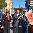 Christian Estrosi, au centre, le maire de Nice, sa femme, Laura Tenoudji, à gauche, et Dominique Serra, l'organistrice du Rallye Aicha des Gazelles - Départ du 28ème Rallye Aicha des Gazelles depuis la Promenade des Anglais à Nice le 17 mars 2018. © Bruno Bebert/Bestimage