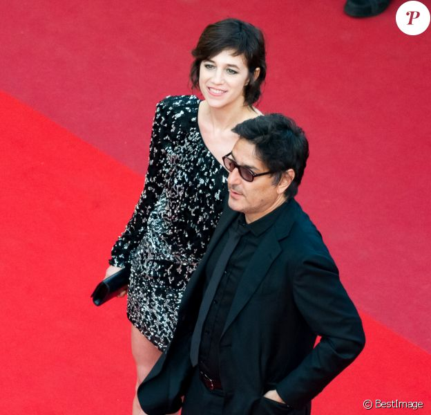 "Charlotte Gainsbourg et son compagnon Yvan Attal à la montée des marches du film ""How to Talk With Girls at Parties"" lors du 70ème Festival International du Film de Cannes, le 21 mai 2017."