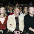 Johnny Hallyday, Laeticia et son père, André Boudou, à L'Amnésia le 25 mars 2004.