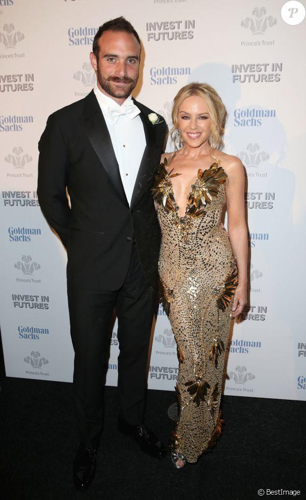 """Kylie Minogue et son compagnon Joshua Sasse au dîner de gala """"Prince's Trust Invest in Futures"""" à Londres le 4 février 2016."""