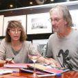 """Jane Birkin et Andrew Birkin dédicacent le livre """"Jane et Serge : un album de famille"""", à la librairie Taschen à Paris, le 22 octobre 2013."""