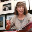 """Jane Birkin dédicace le livre de son frère """"Jane et Serge : un album de famille"""", à la librairie Taschen à Paris, le 22 octobre 2013."""