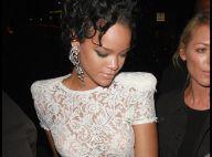 Rihanna : Un look vintage et glam'... elle est en pleine forme !