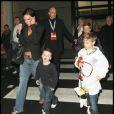 Victoria Beckham et ses fils Cruz, Romeo et Brooklyn sont venus à Londres au match de l'Angleterre contre la Slovaquie le 28 mars 2009 dans lequel jouait David Beckham