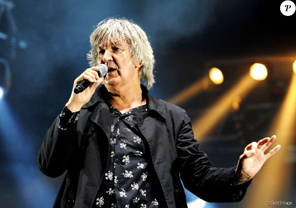 2626 - Archives - Jacques Higelin en concert pendant les Solidays en 2010 à Paris Juillet 2010