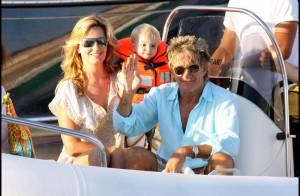 Rod Stewart et sa belle Penny Lancaster... rentrent en Angleterre pour le bien de leur fils !