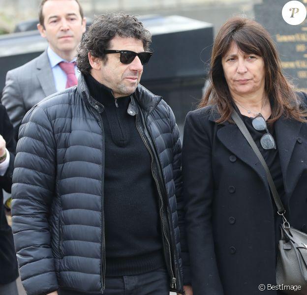 Patrick Bruel et Anne Marcassus lors des obsèques de Véronique Colucci au cimetière communal de Montrouge, le 12 avril 2018.