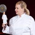 Hélène Darroze et sa poupée Barbie, le 6 mars 2018.