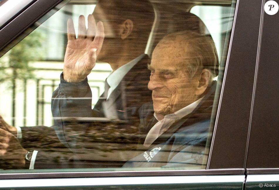 Le prince Philip, duc d'Edimbourg, a quitté l'hôpital King Edward VII à Londres le 13 avril 2018, neuf jours après avoir subi une opération de la hanche. Le mari de la reine Elizabeth II va poursuivre sa convalescence au château de Windsor.