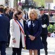Anne Hidalgo, maire de Paris, et Brigitte Macron lors de l'hommage à Xavier Jugelé sur les Champs Elysées, à Paris le 20 avril 2018. Une plaque a été dévoilée. © Dominique Jacovides / Bestimage