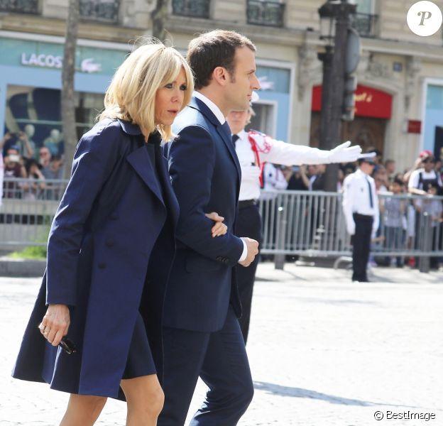 Le président Emmanuel Macron et Brigitte Macron lors de l'hommage à Xavier Jugelé sur les Champs Elysées, à Paris le 20 avril 2018. Une plaque a été dévoilée. © Dominique Jacovides / Bestimage