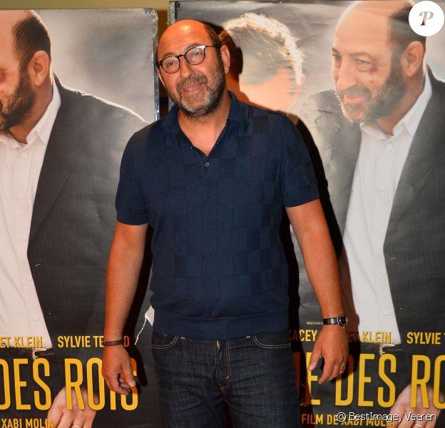 Kad Merad à la première du film Comme des rois, avec le réalisateur Xabi Molia et Lucie Bourdeu, à Paris, le 19 avril 2018.