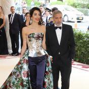Amal Clooney et Scarlett Johansson : Divines au Met Gala avec leurs beaux chéris