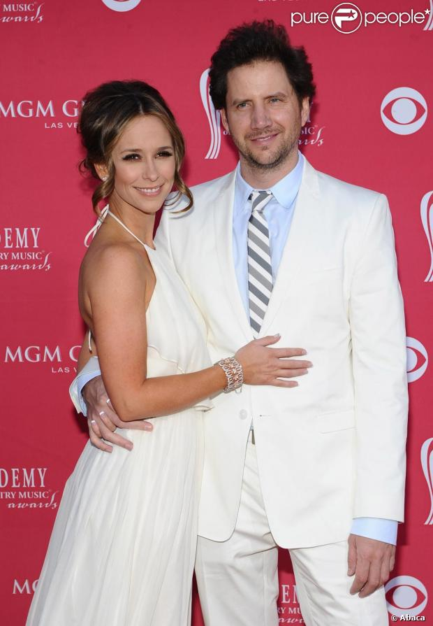 Jennifer Love Hewitt et son ami Jamie à la 44e cérémonie des Country Awards