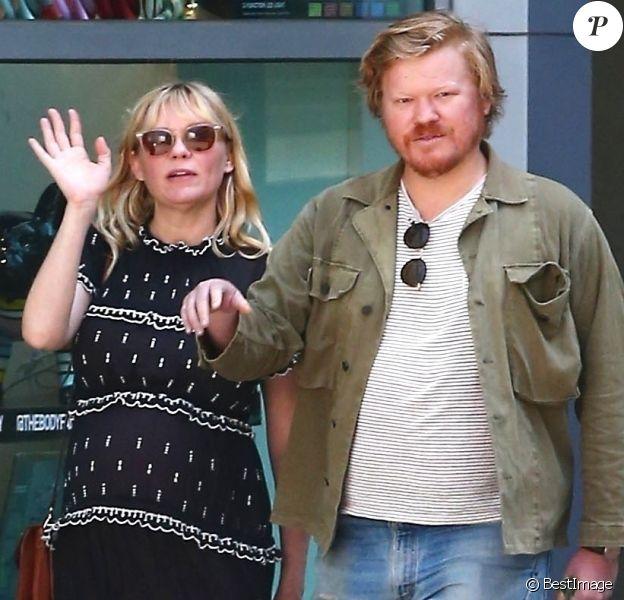 Exclusif - Kirsten Dunst, enceinte et son fiancé Jesse Plemons se rendent au cinéma au Arc Light theater à Hollywood le 27 avril 2018.