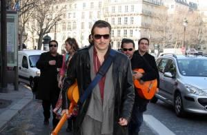 Yvan Le Bolloc'h en concert dans les rues de Paris... Nikos est très fan !