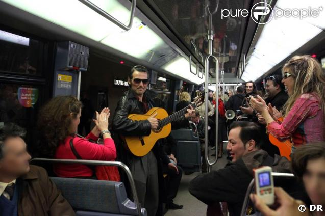 les lieux magiques où David aurait pu jouer... 196069-visite-du-metro-au-son-des-guitares-et-637x0-2