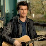 """Howie Day : Le chanteur de """"Collide"""" arrêté après avoir malmené sa compagne"""