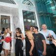 """Phil Collins inaugure la bijouterie """"Orianne Collins"""" du nom de sa femme, à Miami, le 10 mai 2018."""