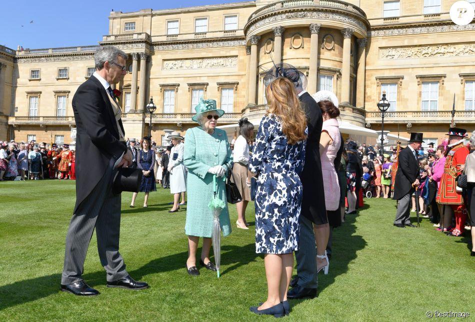 Elizabeth II : Garden party à Buckingham, la reine s\'échauffe pour ...