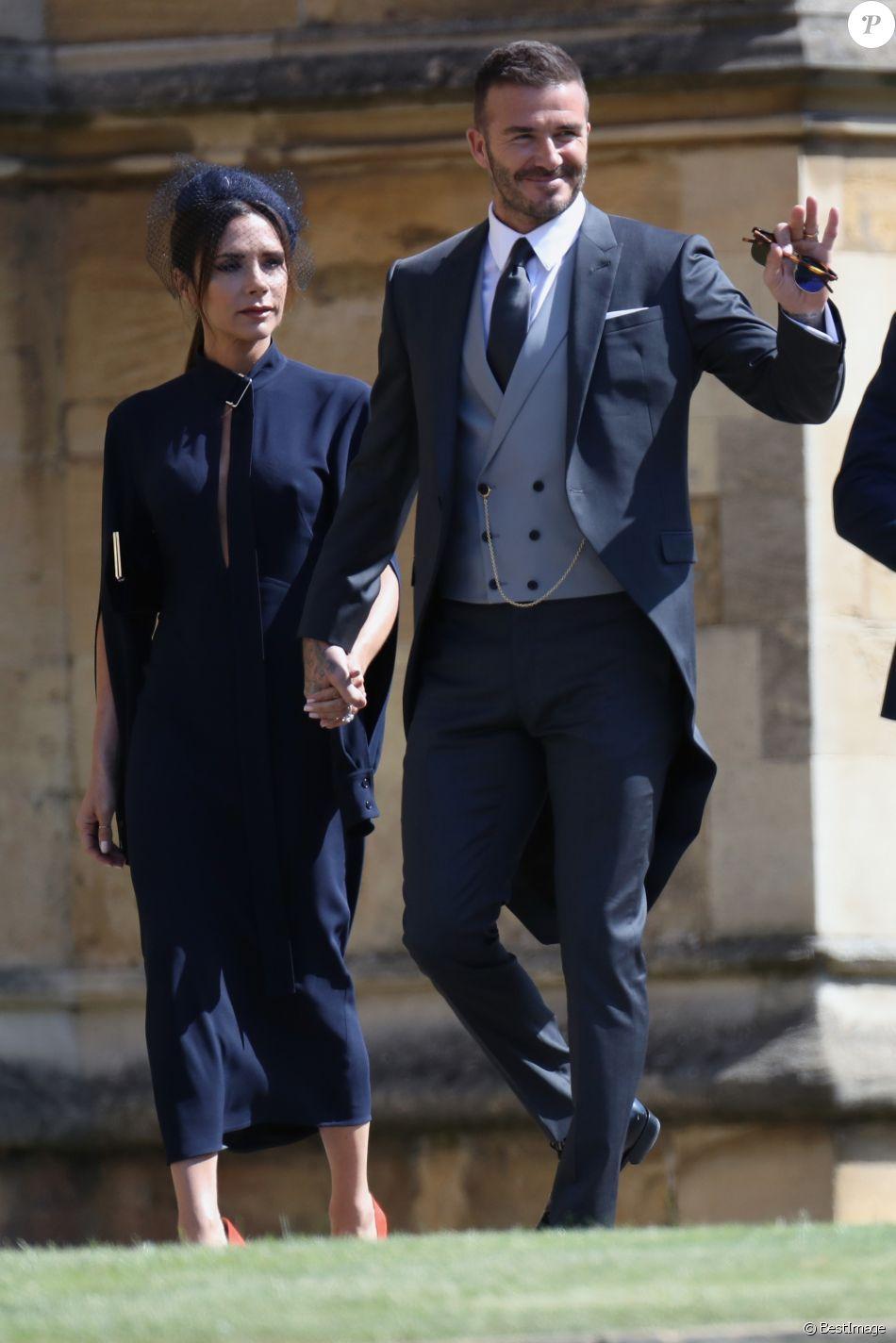 David et victoria beckham les invit s arrivent la for Code de robe de mariage de palais de justice
