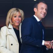 Brigitte et Emmanuel Macron unis et souriants pour leur arrivée en Russie