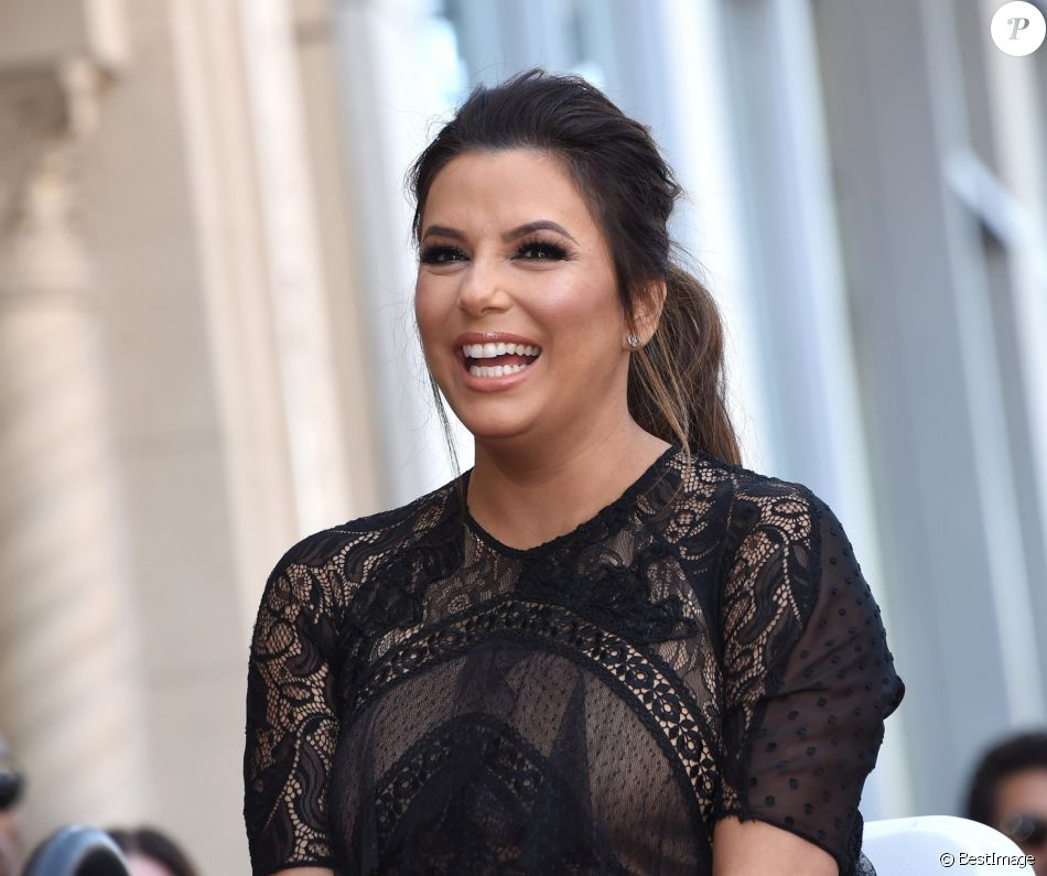 Eva Longoria enceinte reçoit son étoile sur le Walk Of Fame à Hollywood, le 16 avril 2018