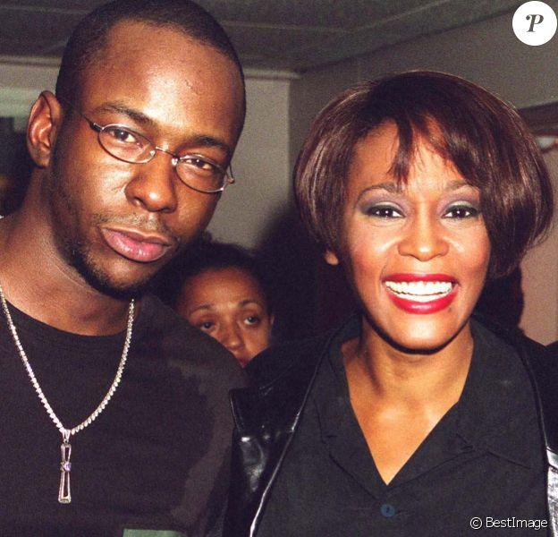 Bobby Brown et Whitney Houston dans les backstage d'un concert de la star à Londres en septembre 1999