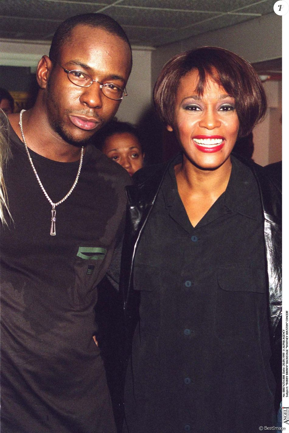 Bobby Brown et Whitney Houston dans les backstage d'un concert de la star à Londres en septembre 1999