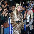 Lady Gaga porte un manteau léopard à la sortie d'un immeuble à New York, le 27 mai 2018