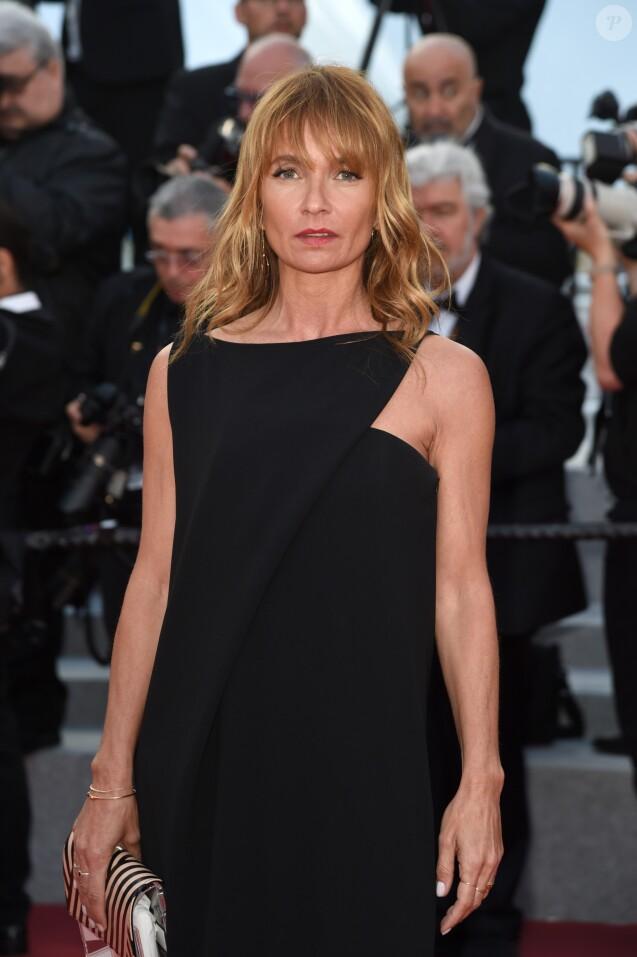 """Axelle Laffont (habillée en Paule Ka) - Montée des marches du film """" Le Grand Bain """" lors du 71ème Festival International du Film de Cannes. Le 13 mai 2018."""