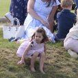"""la princesse Charlotte, pieds nus, , la princesse Charlotte, pieds nus, lors d'un match de polo caritatif au Beaufort Polo Club à Tetbury le 10 juin 2018. Le Maserati Royal Charity Polo Trophy est destiné à recueillir des fonds pour deux organismes de bienfaisance, """"The Royal Marsden"""" et """"Centrepoint""""."""