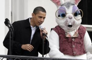 Barack Obama et sa famille accueillent... un lapin géant et Fergie à la Maison Blanche ! Regardez !
