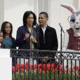 Barack Obama, Michelle Obama et leurs filles Sasha et Malia lors du lundi de Pâques à la Maison Blanche le 13 avril 2009