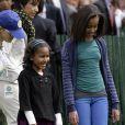 Sasha et Malia Obama lors du lundi de Pâques à la Maison Blanche le 13 avril 2009