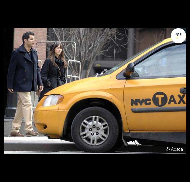 Jessica Alba et son mari Cash Warren cherchent à arrêter un premier taxi : en vain !