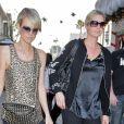 Laeticia Hallyday et Luana Belmondo - Shopping à Los Angeles, le 19 décembre 2009.