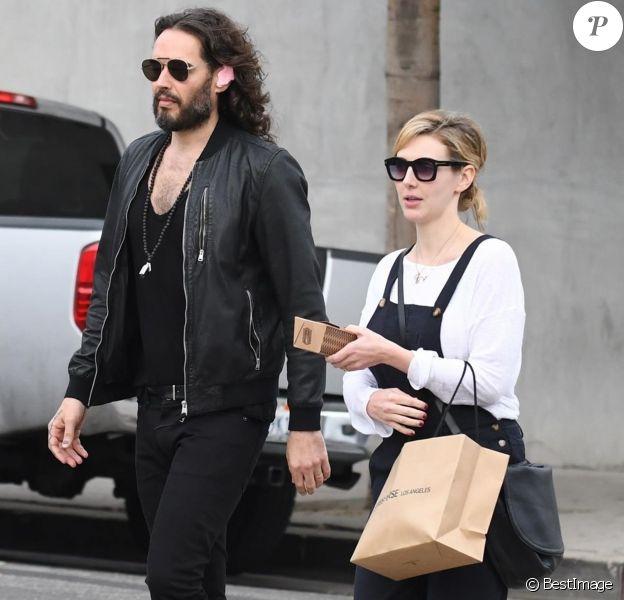 Russel Brand et sa fiancée Laura Gallacher vont déjeuner à West Hollywood le 6 janvier 2018.
