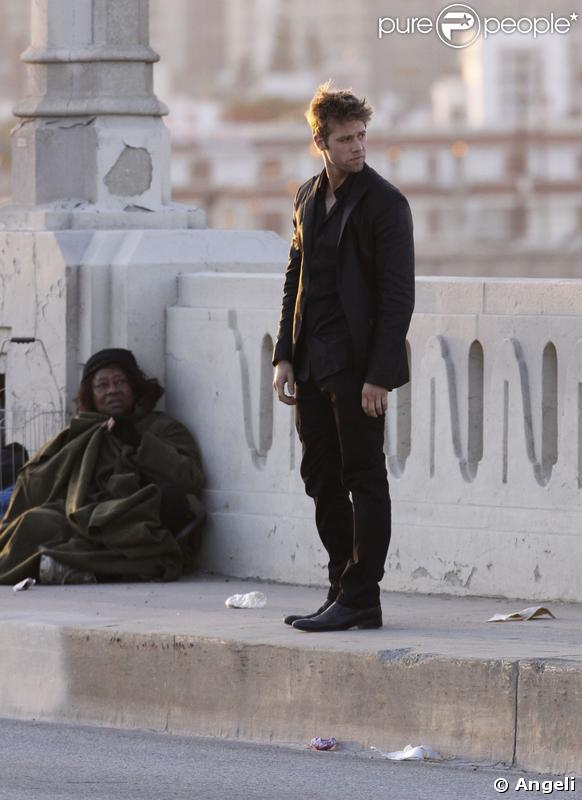 Shaun Sipos joue David Patterson dans  Melrose Place 2.0.  Un air suspect et un look de mafioso, il est le digne héritier de son papa...