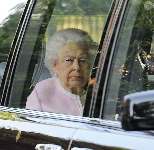 La reine Elizabeth II arrive pour visiter l'exposition florale de Chelsea à Londres, le 21 mai 2018.
