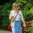 Exclusif - Emilia Clarke a été aperçue en train de boire un café dans les rues de Londres, le 5 juillet 2018.